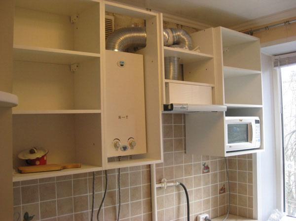 Как замаскировать газовую колонку на кухне
