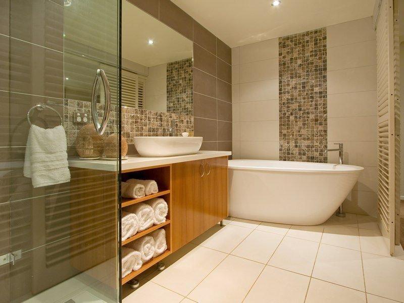 Дизайн плитки ванной комнаты 2017-2018 в маленькой ванне