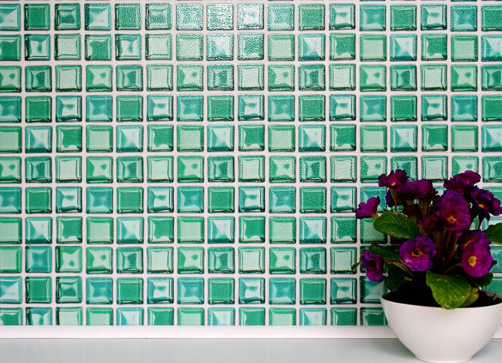 Self stick glass backsplash tiles