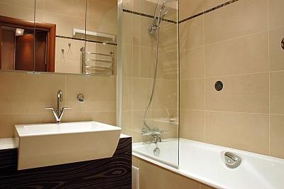 Бежево-коричневая ванная в хрущевке