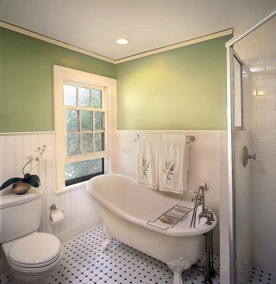 Одноуровневый потолок из гипсокартона в ванную