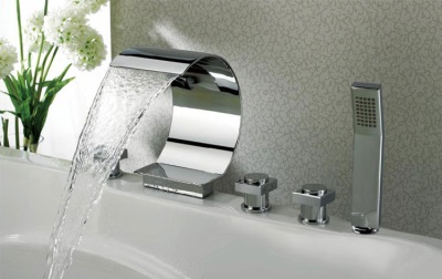 Каскадный смеситель в ванну