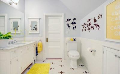 Желтая ванная комната аксессуары
