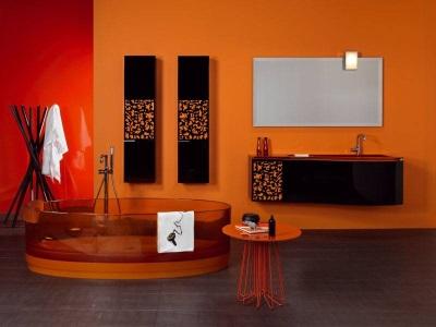 Оранжевая с черным ванная комната