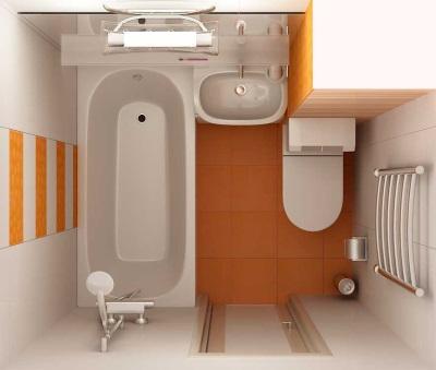 Маленькая ванная комната с дверью