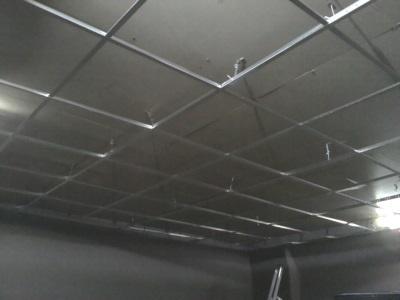 Монтаж навесного потолка в ванной
