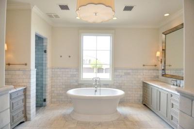 Стильная белая ванная
