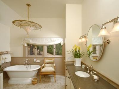 Светлая бежевая ванная комната