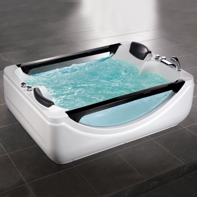 Большая ванна много воды