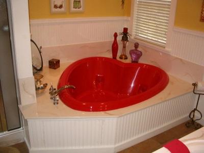 Большая ванна в виде сердца
