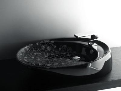 Черная сантехника в ванной