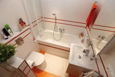 Аксессуары в маленькой ванной комнате