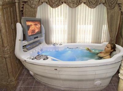 ванна-джакузи среднего размера