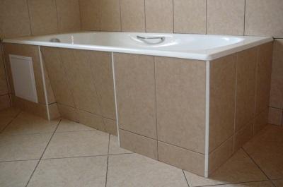 Экран для ванны с выемкой для ног