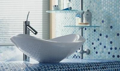 Мозайка в голубой ванной