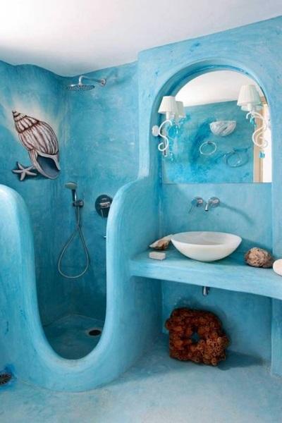 Душевая как волна в голубой ванной