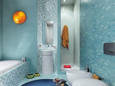 Голубая ванна с мозайкой