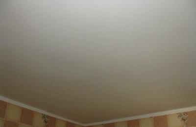 акриловая краска на потолке