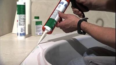 Обработка герметиков ванной