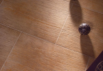 Фактурная плитка на пол для ванны