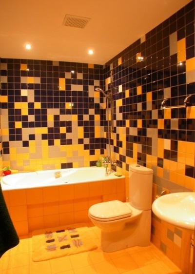 Оранжево-черная ванная