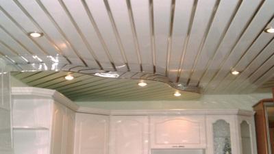 Пластиковые панели на потолке двухуровневые