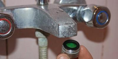 Подтекает кран смесителя в ванной