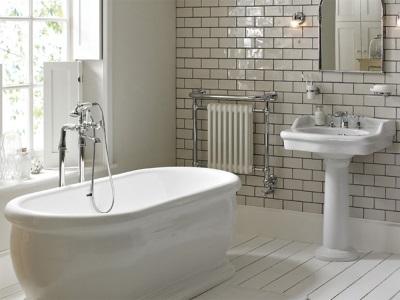 ванна с напольной стойкой-колонной со смесителем