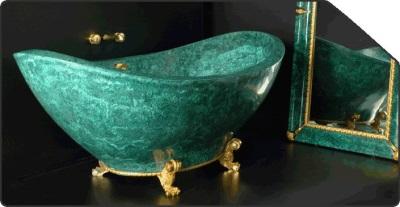 Зеленая ванная из мрамора