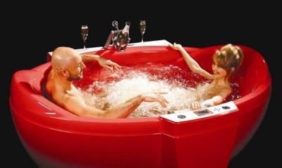 Красная гидромассажная ванна