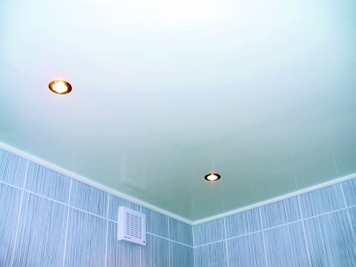 потолочные панели установленные