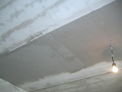 Монтаж и выравнивание зеркального потолка