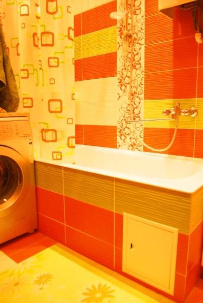 Желто-красная оранжевая ванная