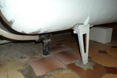 Демонтаж ванны на ножках