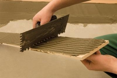 Укладка плитки на цементный клей