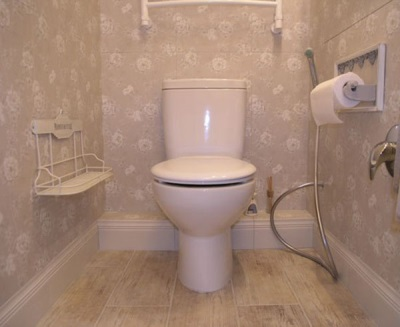 Напольный плинтус в ванной комнате