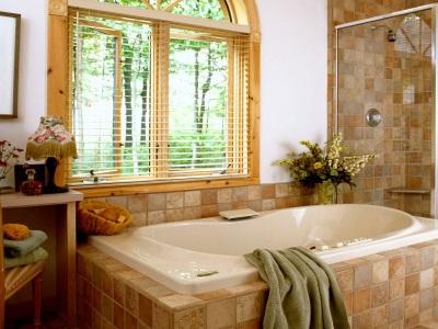 Ванная комната с окном