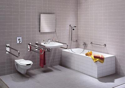 Ванная комната оборудованная поручнями