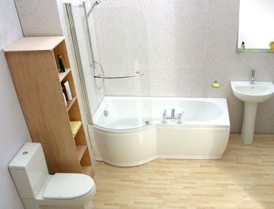 Ванна со специальной стеклянной шторкой