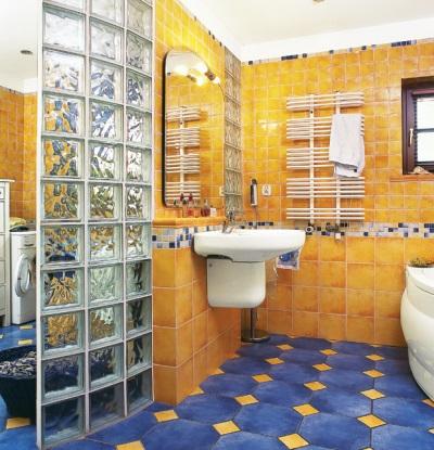 Керамическая и стеклянная плитка в оформлении ванной