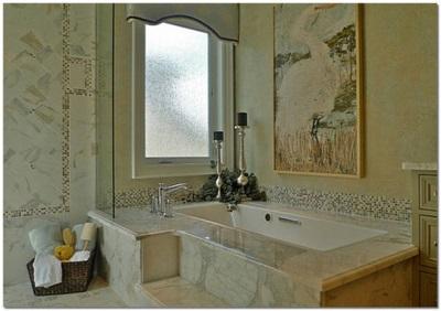 Плитка, мозаика и натуральный камень в оформлении ванной комнаты
