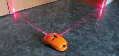 Измерение лазерным уровнем кривизны пола