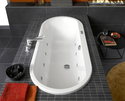 Ванная установленная на пьедестал