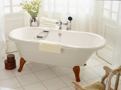 Квариловая ванна на ножках