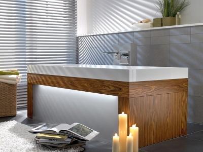 Квариловая ванна со светящимся экраном