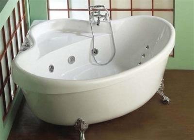 Угловая акриловая ванна на ножках