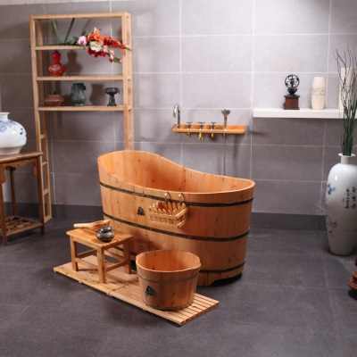 Ванна из дерева бочоночного типа