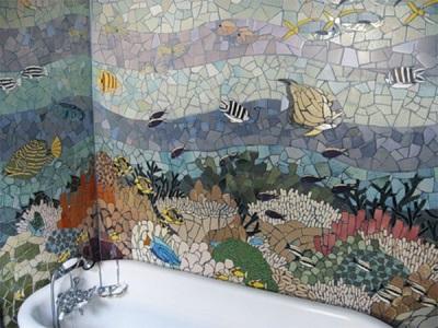 Панно в ванной комнате из плиточных осколков