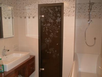 Гладкое пластиковое полотно для дверей в ванной