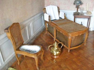 Стул-биде в ванной комнате Людовика XVI